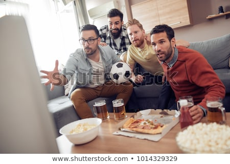 Pareja · viendo · partido · de · fútbol · televisión · disfrutar - foto stock © dolgachov