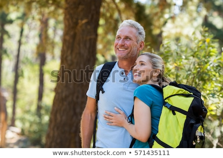 glimlachend · paar · wandelen · avontuur · reizen · toerisme - stockfoto © dolgachov