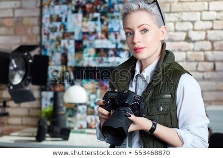 Portré fotós nő 20-as évek tart elvesz Stock fotó © deandrobot