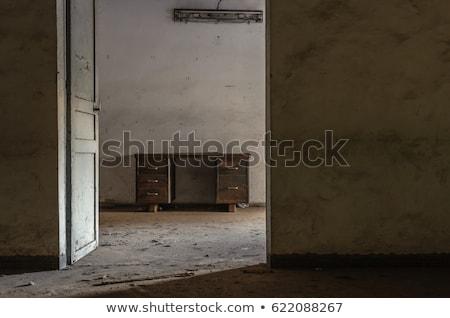 Gebroken deur verlaten huis donkere Stockfoto © sirylok