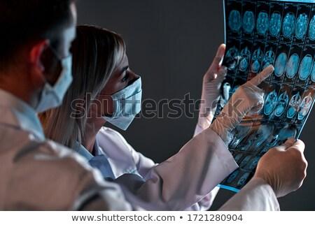 médico · radiologista · olhando · raio · x · esquadrinhar · hospital - foto stock © elnur