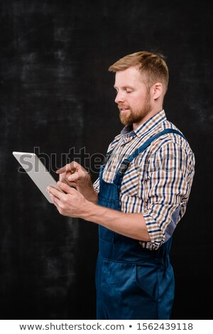 Fiatal sikeres szakállas technikus munkaruha mutat Stock fotó © pressmaster