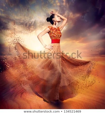 belo · dançarina · areia · pose · Árabe · deserto - foto stock © fxegs