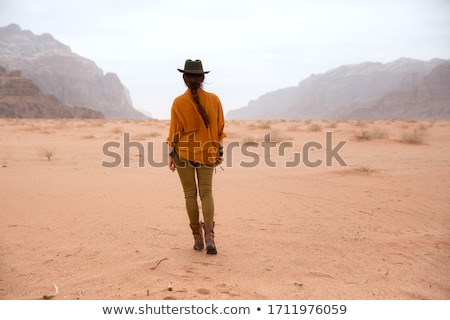Vrouw Rood cowboyhoed mooie vrouw meer hoed Stockfoto © JamiRae