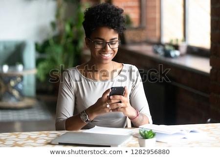 Stockfoto: Zwarte · vrouw · mobiele · telefoon · laptop · mooie · jonge · afro-amerikaanse