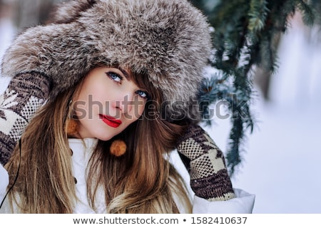 Jeune femme fourrures chapeau belle blond fille Photo stock © courtyardpix