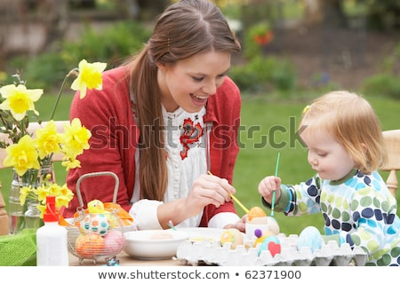 матери дочь Daffodil области украшенный пасхальных яиц Сток-фото © monkey_business