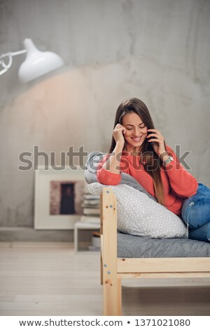 giovani · felice · donna · smartphone · musica - foto d'archivio © deandrobot