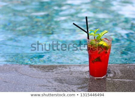 Fraise mojito cocktail bord Resort piscine Photo stock © dashapetrenko