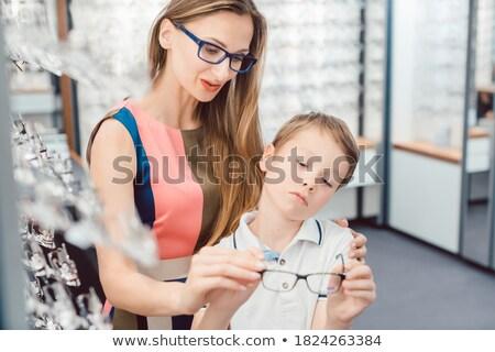 Anya fiú mindkettő szemüveg optikus bolt Stock fotó © Kzenon