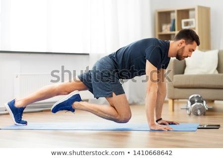 Człowiek uruchomiony deska wykonywania domu sportu Zdjęcia stock © dolgachov