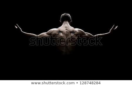 jóvenes · sin · camisa · hombre · pie · armas - foto stock © wavebreak_media