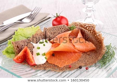 Krepa wędzony łosoś żywności obiedzie Sałatka pomidorów Zdjęcia stock © M-studio