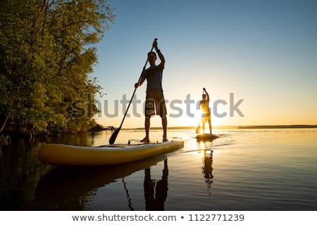 Mannen boord rivier zee hemel zon Stockfoto © galitskaya