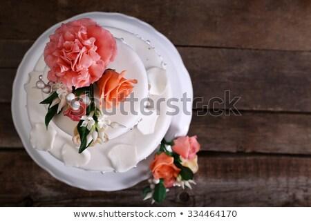 Bruidstaart plaat bruiloft steeg glas tabel Stockfoto © Sandralise