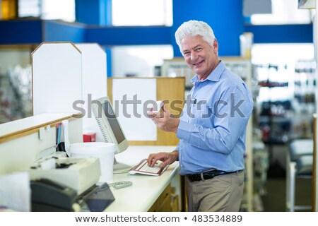 фармацевт · набрав · компьютер · окна · таблетки - Сток-фото © wavebreak_media