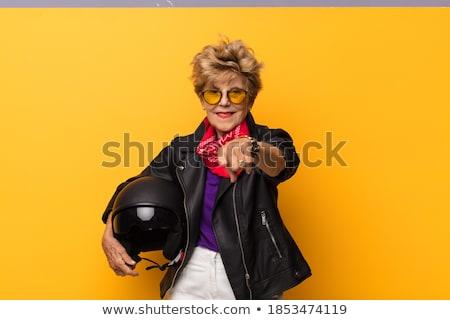 Senior vrouw wijzend camera jeans communicatie Stockfoto © bmonteny