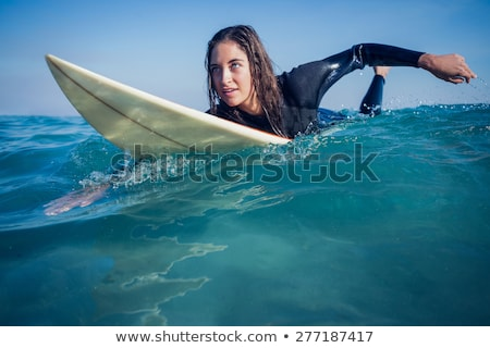 Donna tavola da surf spiaggia felice sport Foto d'archivio © wavebreak_media