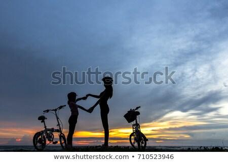 genitori · figlia · biciclette · estate · sera · famiglia - foto d'archivio © Paha_L