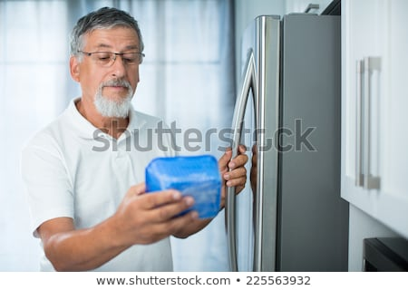 довольно · кухне · холодильник · глядя · дата - Сток-фото © lightpoet