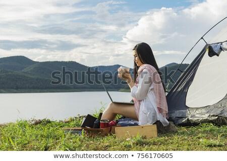 Ragazze bere bevanda calda tenda ragazza alimentare Foto d'archivio © IS2