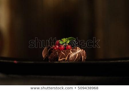 チョコレート · デザート · 液果類 · 写真 · 木製のテーブル - ストックフォト © melnyk
