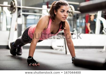 Przepiękny młoda kobieta siłowni jedzenie Sałatka dziewczyna Zdjęcia stock © Lopolo