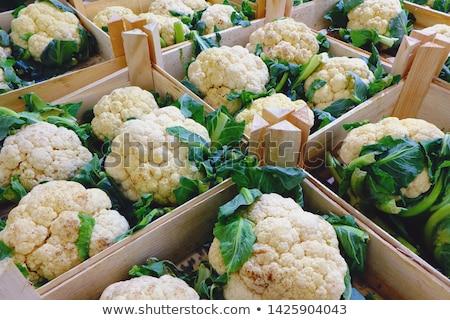 Cavolfiore vendita mercato giardino verde foglie Foto d'archivio © elxeneize
