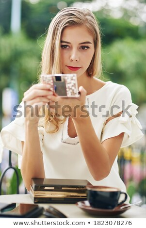 fiatal · felnőtt · néz · kompakt · szemek · szemüveg · smink - stock fotó © reicaden