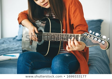 kız · gitar · hippi · beyaz · elbise · ağaç · bahçe - stok fotoğraf © runzelkorn