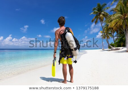 Fiatalember kész snorkeling férfi trópusi sziget tengerpart Stock fotó © luissantos84