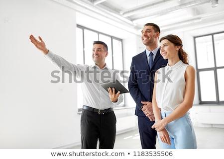 Corredor de bienes raíces clientes oficina inmobiliario negocios Foto stock © dolgachov