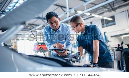 Mecánico hombre lámpara coche taller Foto stock © dolgachov