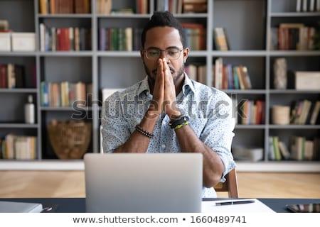 Niespokojny biznesmen komputera działalności biuro oczy Zdjęcia stock © photography33