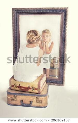nina · espejo · muchacha · adolescente · cara · belleza · adolescente - foto stock © zurijeta