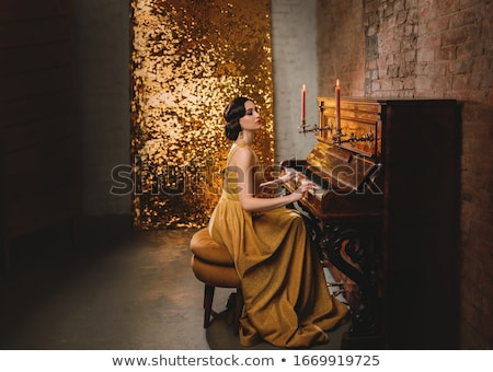 Romantische touch piano sensueel vrouw poseren Stockfoto © blanaru