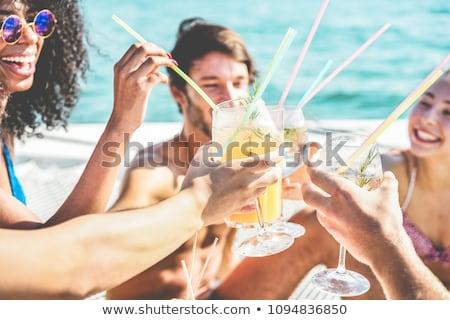 Primer plano amigos bebidas restaurante negocios Foto stock © wavebreak_media