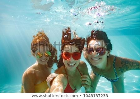 tres · femenino · amigos · piscina · mujer · fitness - foto stock © monkey_business