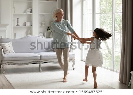 Grootmoeder kleindochter home familie generatie Stockfoto © dolgachov