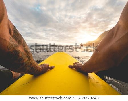 Surfer czeka fali wygaśnięcia sportu Zdjęcia stock © HerrBullermann