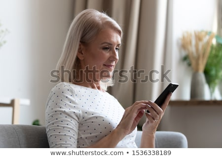 senior · mulher · tela · casa - foto stock © is2