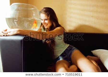 Kadın bakıyor akvaryum balığı portre taze evcil hayvan Stok fotoğraf © IS2