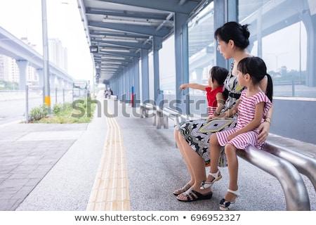 Mãe filha espera bonde família costa Foto stock © IS2