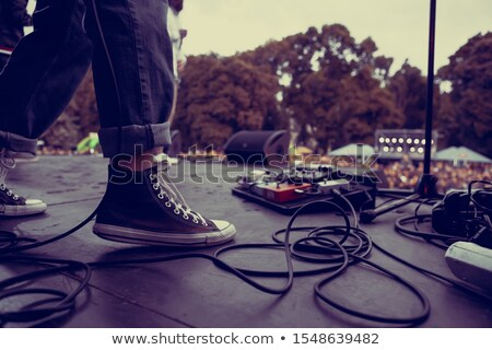 Biegun gitara stóp gitara elektryczna kamery człowiek Zdjęcia stock © leedsn
