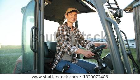 Landbouwer vrouw rijden trekker veld zomer Stockfoto © Kzenon