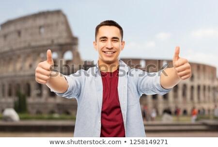 lezser · férfi · mosolyog · mutat · remek · kézmozdulat - stock fotó © dolgachov