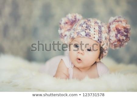 Sweet tricoté couverture personnes peu Photo stock © dolgachov