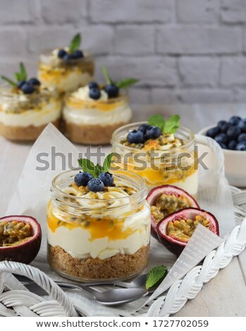 チーズケーキ · アーモンド · 歳の誕生日 · フルーツ - ストックフォト © yelenayemchuk