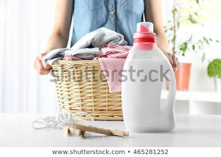 女性 バスケット 洗濯 洗剤 ホーム 家事 ストックフォト © dolgachov