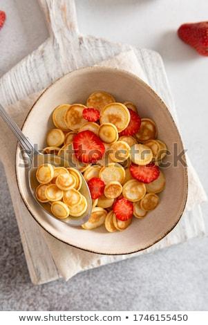Zoete pannenkoek granen bessen modieus ontbijt Stockfoto © furmanphoto